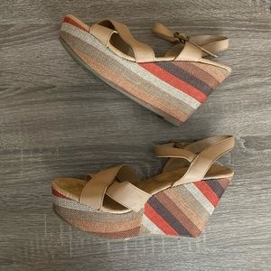 🌞 strappy multicolored wedges 🌞
